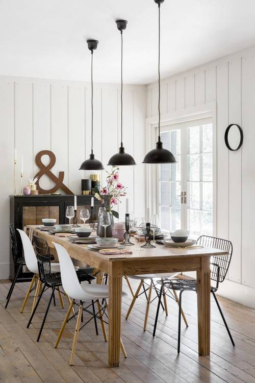 But if  you are like me and love the rustic appeal then you'd probably adore this  table