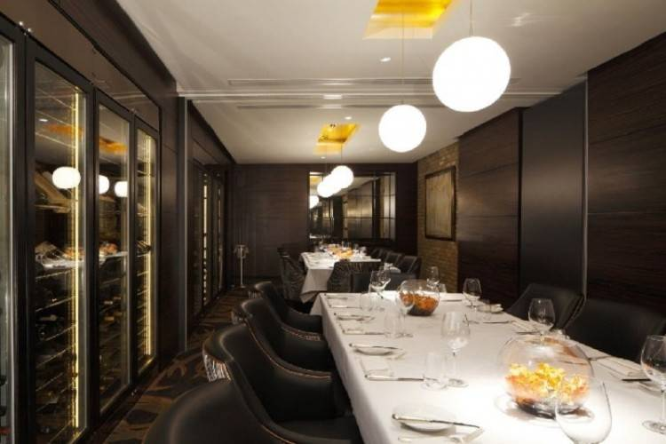 For the ultimate personalised dining experience, Café Gray Deluxe has a private  dining room with harbour views